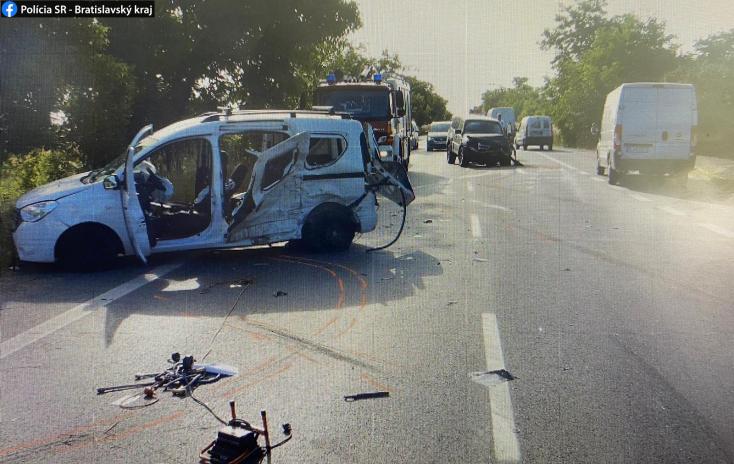 BALESET: Nem adott előnyt a rendőrautónak a Dacia sofőrje, két ember súlyosan megsérült