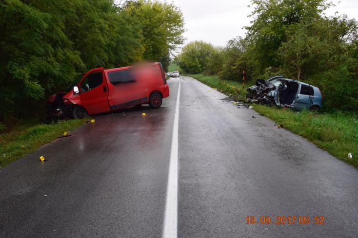 HALÁLOS BALESET: Frontálisan ütközött egy furgonnal a Punto, sofőrje nem élte túl
