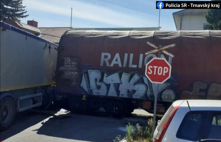 Halálos baleset: az átjárón áthaladó kamionhoz préselte a vonat a 35 éves férfit