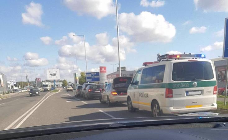 BALESET: Három autó ütközött Dunaszerdahelyen a Galántai úton