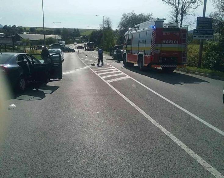 SÚLYOS BALESET: Három személykocsi ütközött, a baleset összes résztvevője megsérült!
