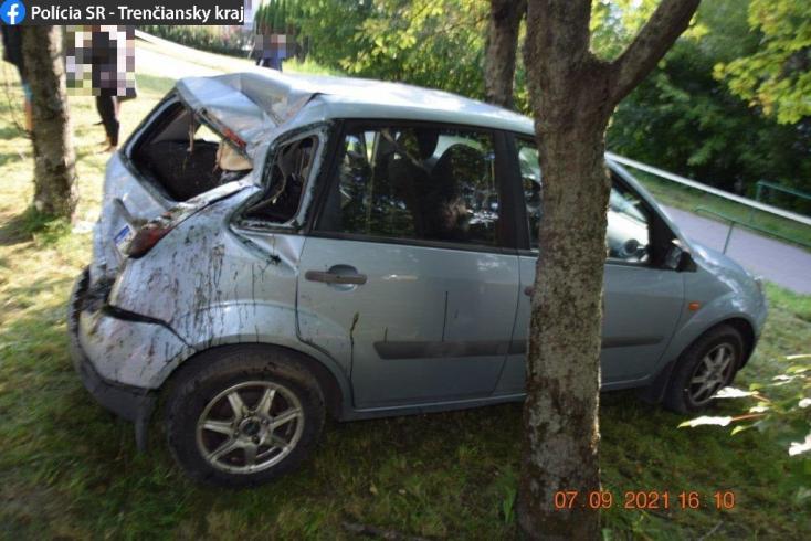 Kihajtott a körforgalomból a Peugeot, nem tudni mi okozhatta a sofőr halálát