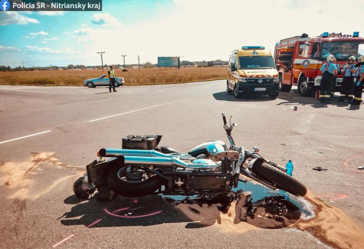 Súlyos baleset történt Izsánál – a motoron utazó nő szó szerint átrepült a személyautó felett (FOTÓK)