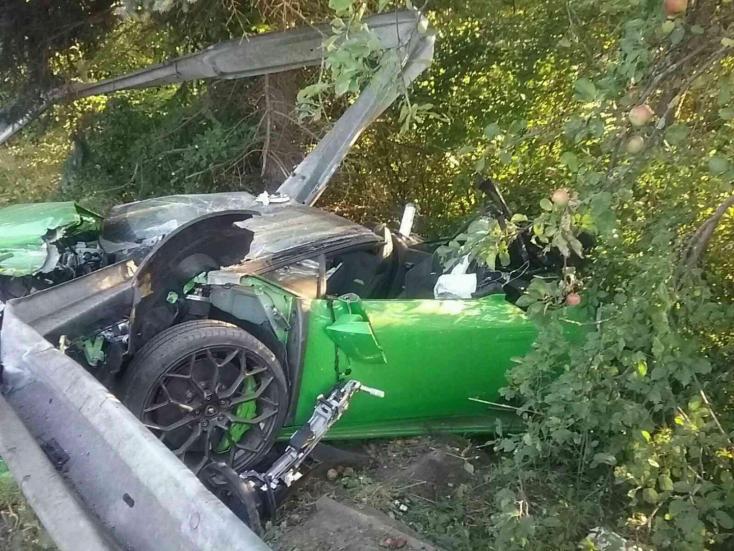Tragikus baleset: ripityára törött a Fabiával ütköző Lamborghini, életét vesztette az SaS képviselője (FOTÓK)