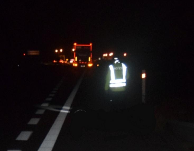 Harminchat éves férfit gázolt halálra egy kamion a sötétben