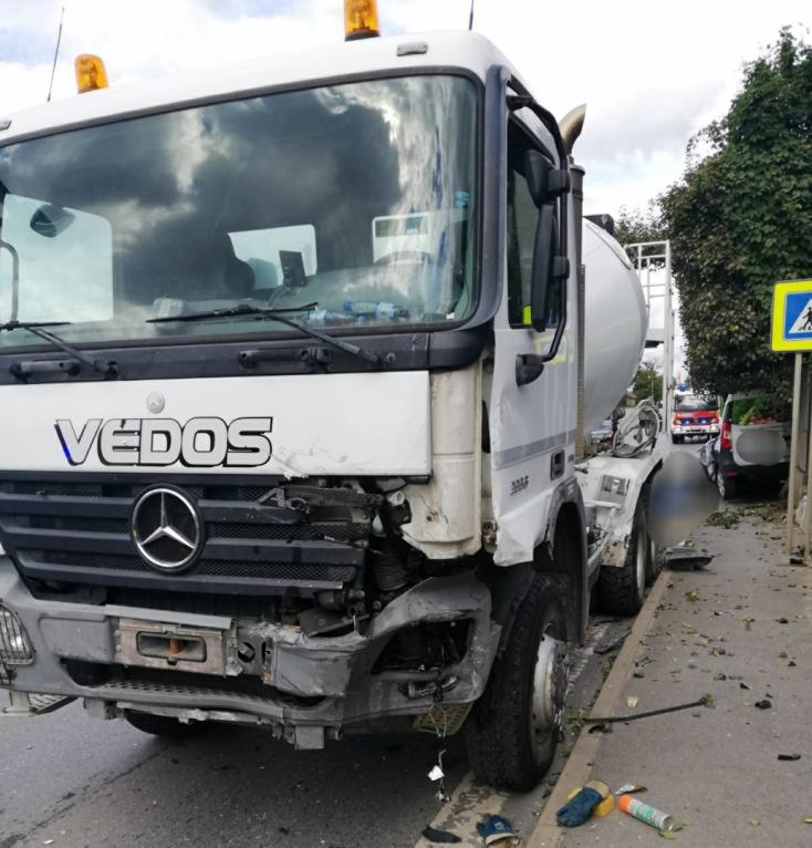 Teherkocsi és személyautó karambolozott, életét vesztette egy nő