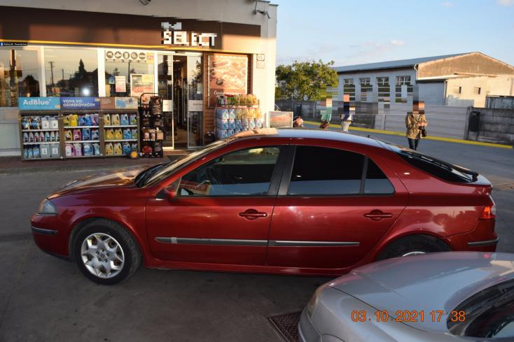 Benzinkúton tekergett autójával a részeg autós, nagyot nézhettek a rendőrök, amikor meglátták az alkoholteszt eredményét