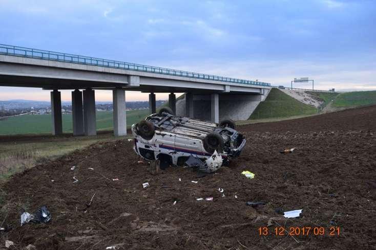 Így néz ki egy hídról lezuhant autó, ha sofőrje részegen ül volán mögé – FOTÓK