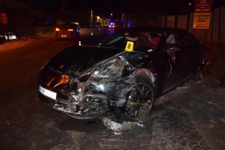 Szétzúzta magát és a kocsiját is a Porsche részeg sofőrje