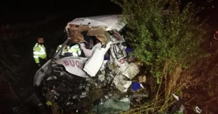 TRAGÉDIA: 10 halottja van a romániai frontális karambolnak!