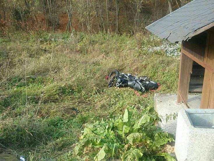 Két motoros ütközött, egyikük életét vesztette (FOTÓK)
