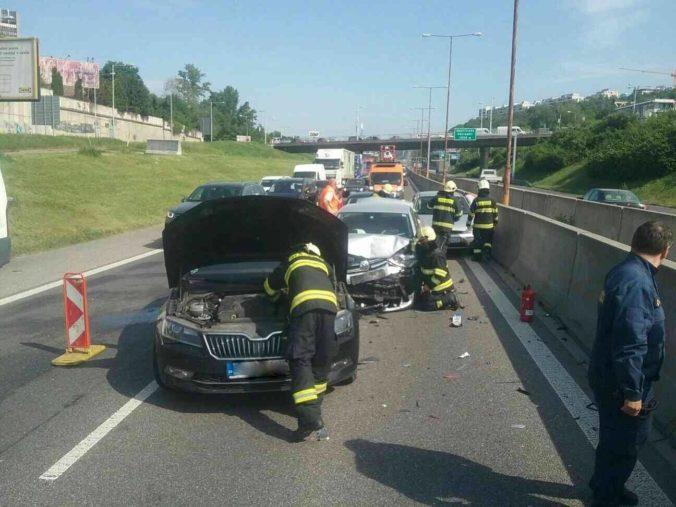 TÖMEGBALESET: Hat autó ütközött, többen megsérültek