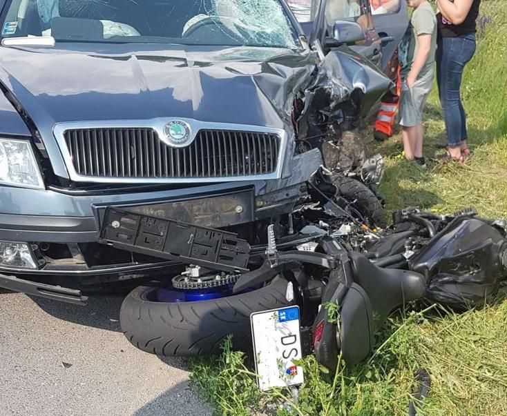 BALESET: Motoros és személygépkocsi ütközött Dunaszerdahely és Csallóközkürt között