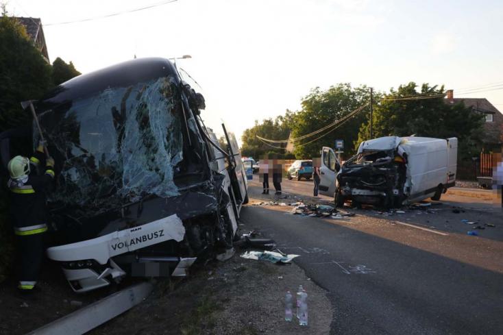 Húszan sérültek meg egy balesetben Győr közelében