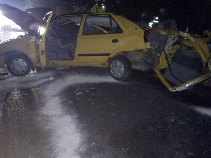 Tragikus baleset! Két fiatal meghalt, egy súlyosan megsérült a frontális ütközésben