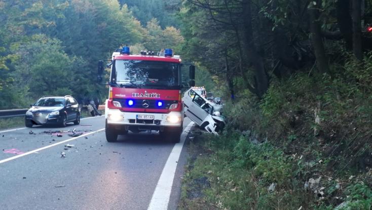 Autóbusszal ütközött az Octavia, életét vesztette egy férfi (FOTÓK)