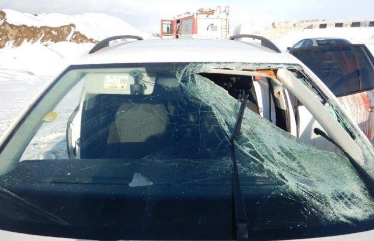 Hatalmas jégdarab zuhant egy kamionról az Octaviára Somorjánál, a sofőr megsérült