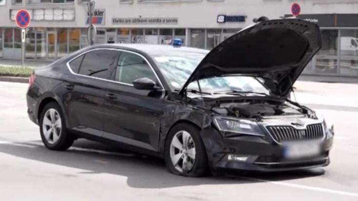 Balesetet szenvedett a kormányhivatal autója