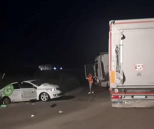 BALESET: Kamionnal ütközött egy személykocsi a 63-as főút kerülő szakaszán