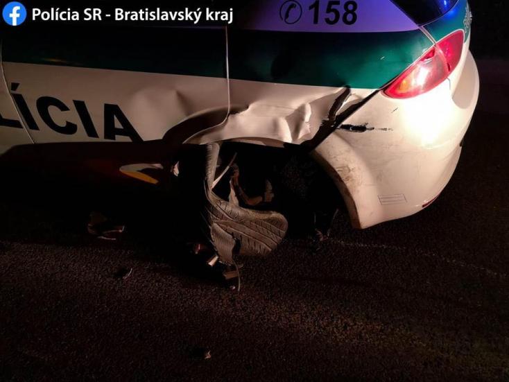 BALESET: Alaposan lezúzta a rendőrautót a részeg sofőr