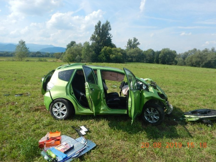 Elbóbiskolt vezetés közben, leborult az útról autójával egy nő