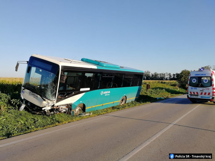 Súlyos baleset: frontálisan ütközött egy autóbusz és egy Fabia