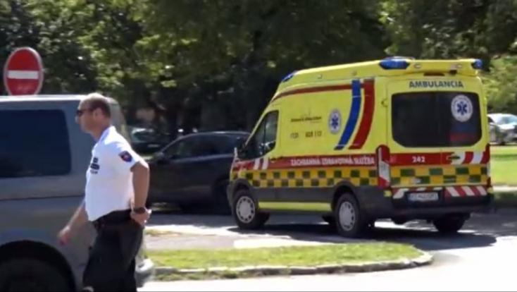 Súlyos baleset: Tizenkét éves fiút gázolt el egy rendőr a zebrán, mentőhelikoptert riasztottak