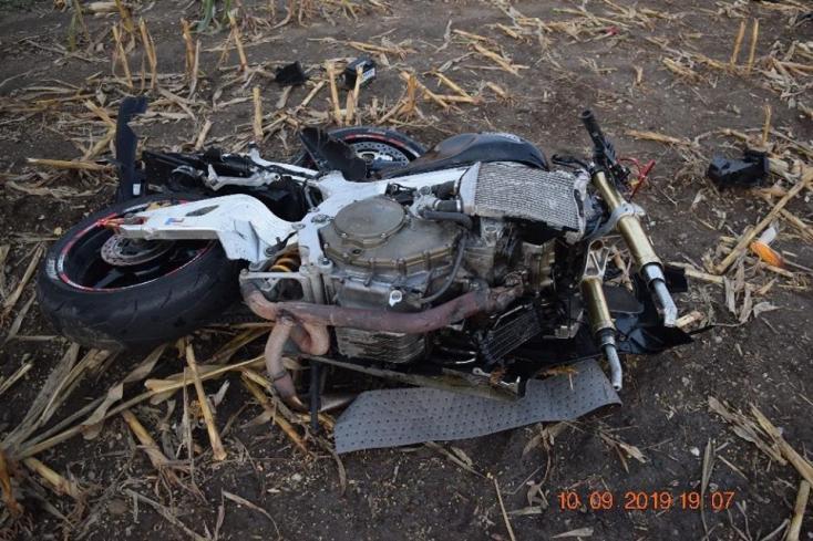 Meghalt a fiatal motoros, miután összeütközött egy kamionnal