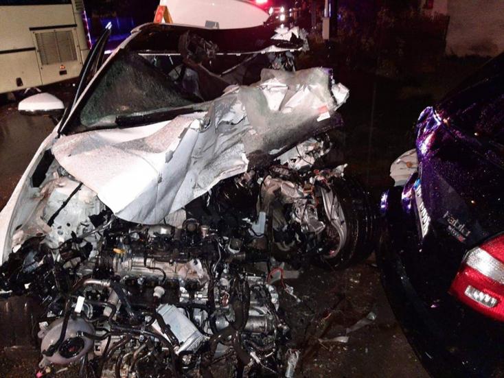 Autóbusszal ütközött az Audi, 20 éves sofőr vesztette életét