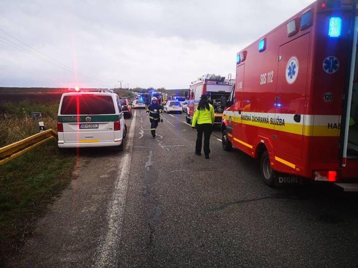 Egy éve történt a 12 halálos áldozatot követelő buszbaleset, meggyanúsították a teherautó sofőrjét