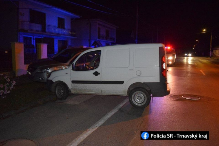 BALESET: Parkoló autónak hajtott egy részeg férfi Jányokon