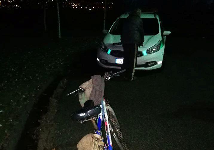 Sötétben kacskaringózott az úton a részeg kerékpáros, alaposan ráfázott