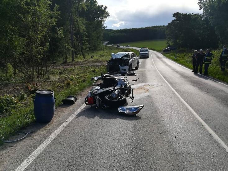 Tragikus baleset: a helyszínen életét vesztette az 55 éves motoros
