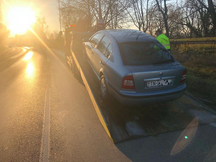 Részegen hajtott gyorsan egy fickó a városban, a rendőrök lefoglalták a kocsiját