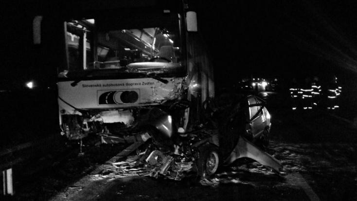 TRAGÉDIA: Busszal ütközött frontálisan egy személykocsi, nem élte túl a sofőrje