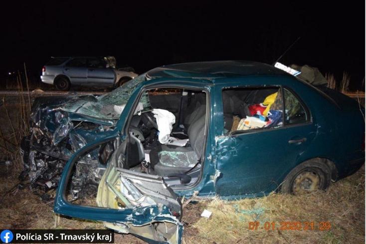 Tragikus baleset: frontálisan ütközött két személyautó, mindkét sofőr meghalt