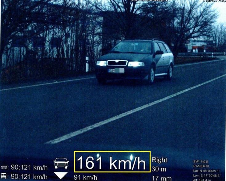 70-nel lépte túl a megengedett sebességet az elvetemült sofőr, a jogosítványa és a kocsi forgalmija is ugrott