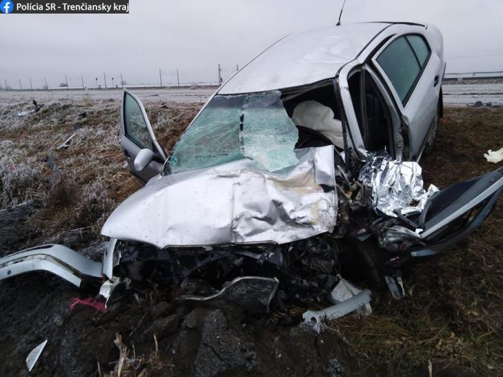 Tragikus baleset: frontálisan ütközött egy kamion és egy Octavia – utóbbi sofőrje szörnyethalt