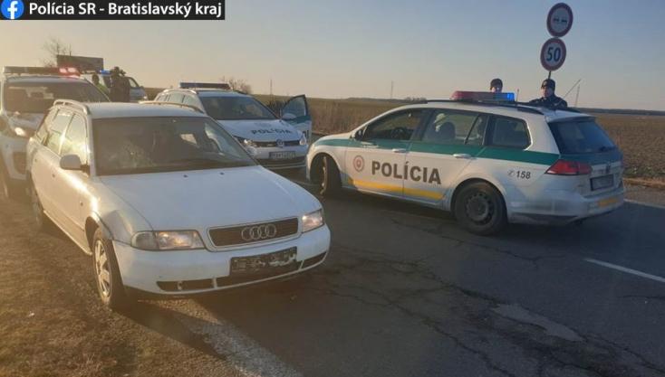 Tüzet nyitottak a rendőrök egy autósra, akit kilométereken keresztül üldöztek