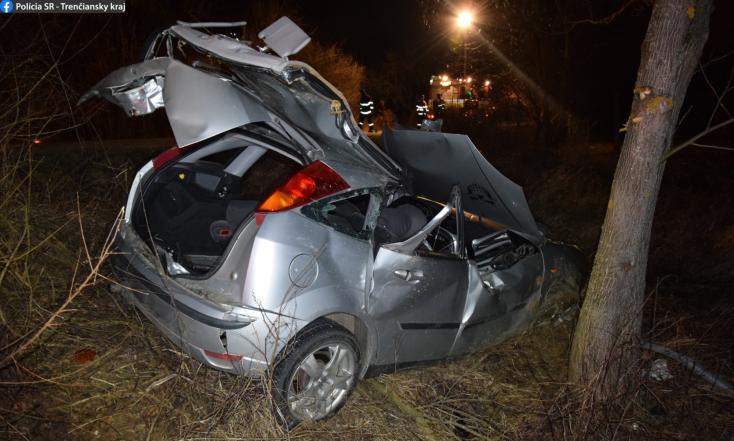 Súlyos baleset: kirepült egy kanyarban a gyorshajtó, csak egy fa tudta megállítani