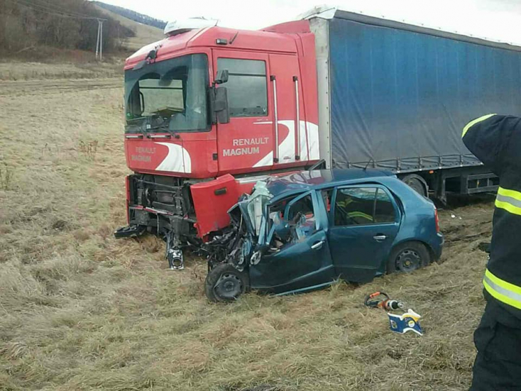 Halálos baleset: nem adott előnyt a kamionnak, szörnyethalt a Škoda sofőrje