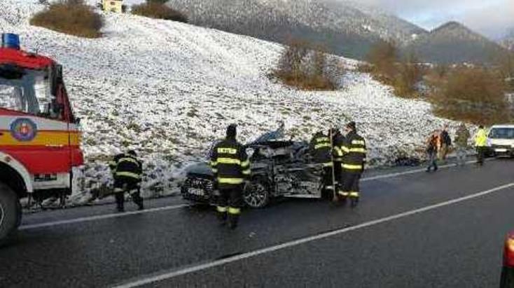 SÚLYOS BALESET: Négytagú család ütközött kamionnal - FOTÓK