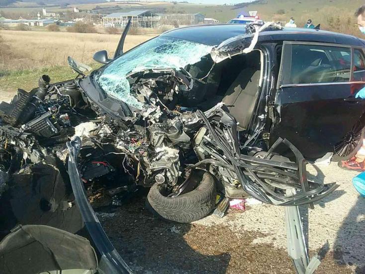 Szörnyű baleset: kamionnal ütközött egy személyautó, egy ember a helyszínen meghalt (FOTÓK)