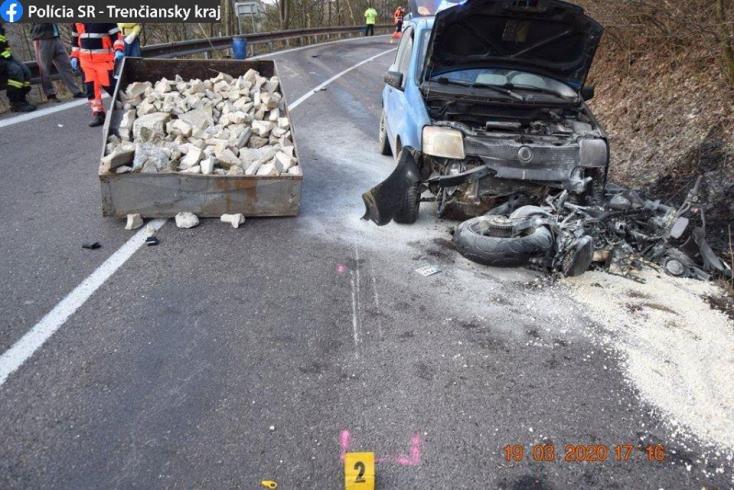 Tragikus baleset: személyautóval ütközött egy motoros, 49 éves férfi vesztette életét (FOTÓK)