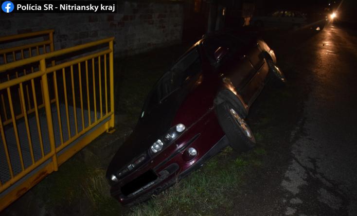 Parkoló autónak hajtott, majd árokba borult egy részeg autós – több mint 3 ezreléket fújt!