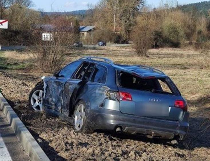 Tragikus baleset: folyóba zuhant egy személyautó, egy ember meghalt (FOTÓK)