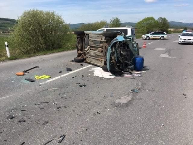 Súlyos baleset: autó a levegőben, egy férfi kizuhant a szélvédőn, a vétkes sofőr részeg volt