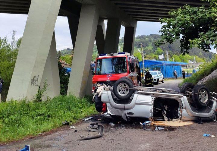 Tragikus baleset: Lezuhant egy autó a hídról, egy ember életét vesztette