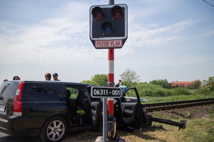 Személyautóval ütközött a RegioJet vonata Nagypakánál