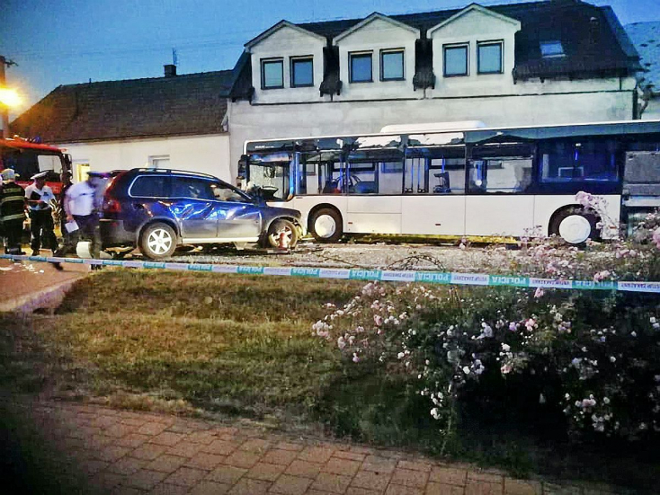 150-nel csapódott a busznak, 32 éves férfi vesztette életét